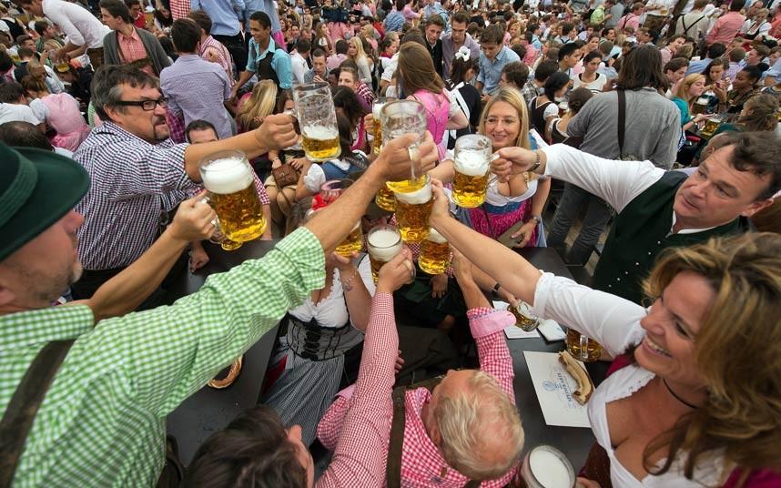 Oktoberfest-beer_2679431k2
