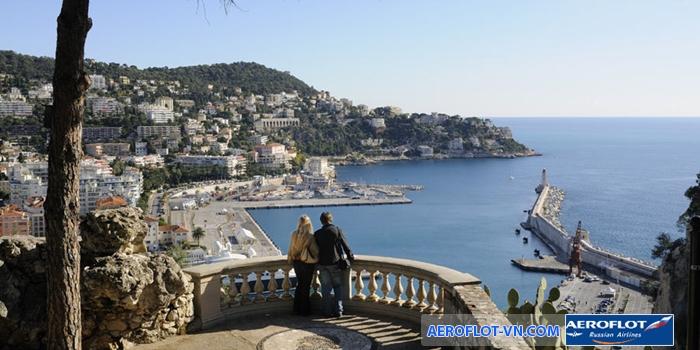 Đứng ở Đồi Lâu Đài có thể chiêm ngưỡng toàn cảnh thành phố Nice