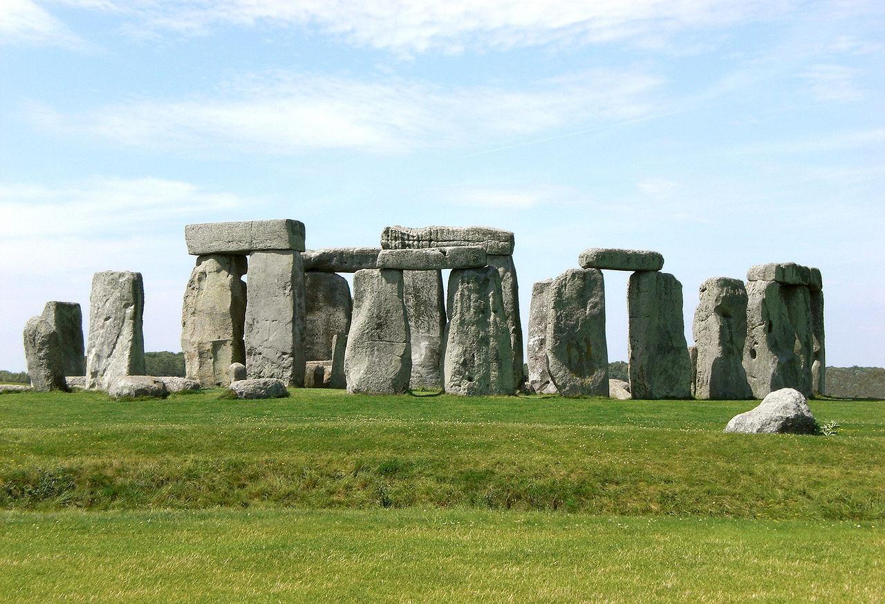 1280px-Stonehenge,_Salisbury_retouched 2
