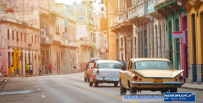 Những chiếc xe cổ trên đường phố Havana