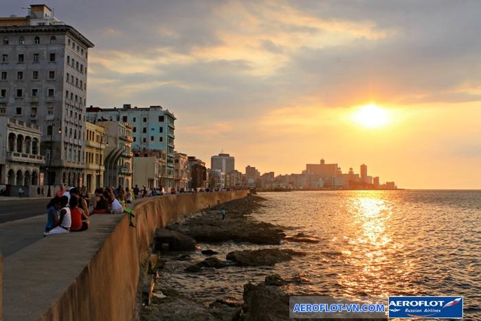 Đường đá ven biển Malecon ở Havana