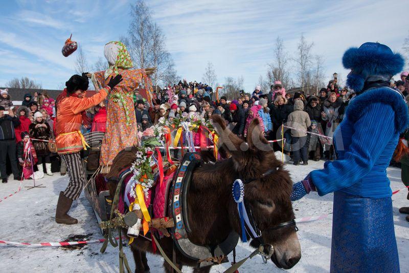 Khám phá lễ hội tiễn mùa đông của nước Nga