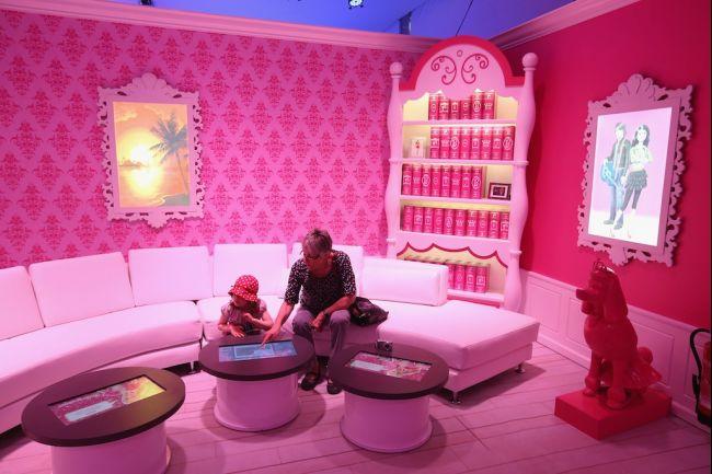 Choáng ngợp với Barbie Dreamhouse ở Berlin