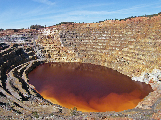 Dòng sông đỏ Rio Tinto kỳ lạ ở Tây Ban Nha