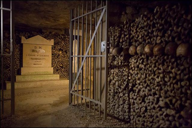 Phiêu lưu lãnh địa người chết ở Paris