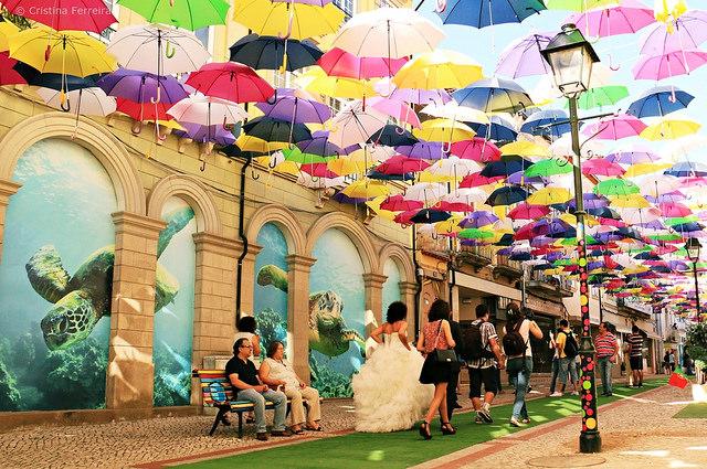 Rực rỡ sắc màu phố ô bay ở Bồ Đào Nha