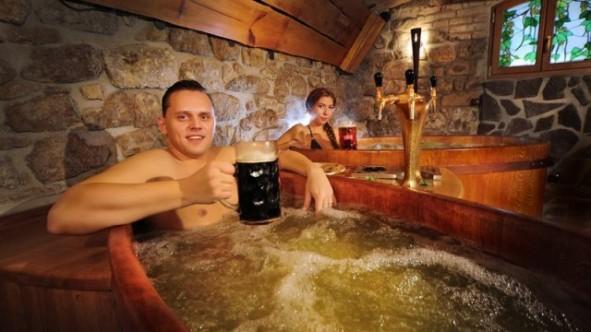 Trải nghiệm dịch vụ tắm bia ở Cộng Hòa Séc