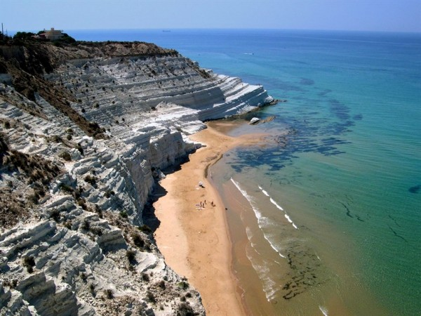 Ngất ngây những bậc thang đá tại bờ biển Ý