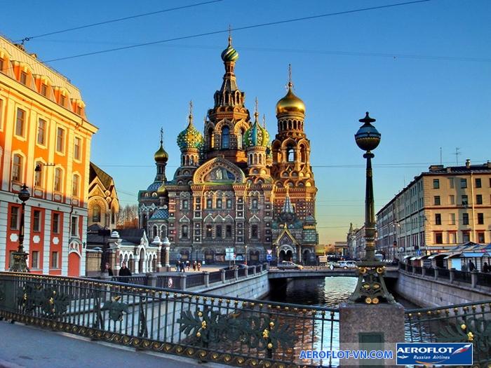 Trắng đêm tại quảng trường trung tâm Saint Petersburg