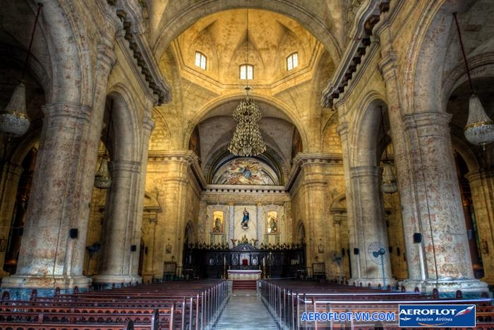 Bên trong nhà thờ lớn Havana