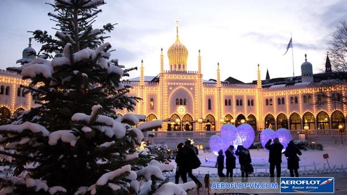 Vào mùa Giáng sinh, Copenhagen sáng rực dưới ánh đèn trang trí
