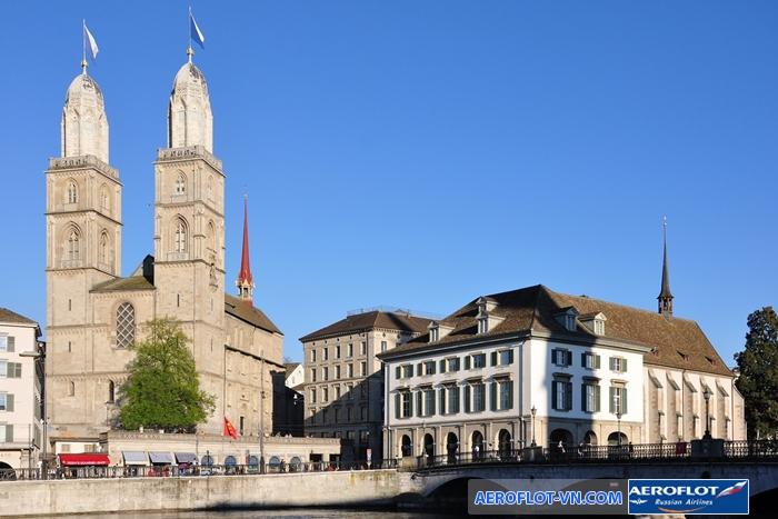 Nhà thờ Grossmunster nổi bật với hai tòa tháp đôi