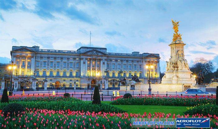Cung điện Buckingham trang hoàng
