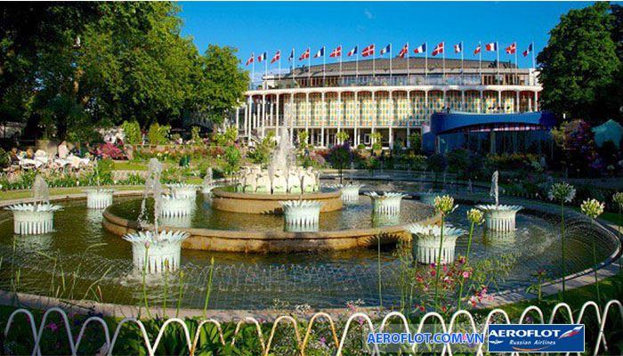 Công viên giải trí lâu đời nhất Tivoli rực rỡ màu sắc