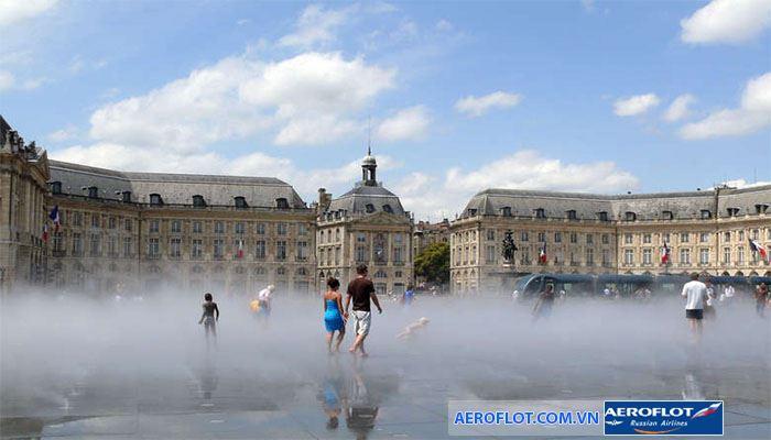 Thành phố Bordeaux ngập tràn trong sương mù lãng mạn