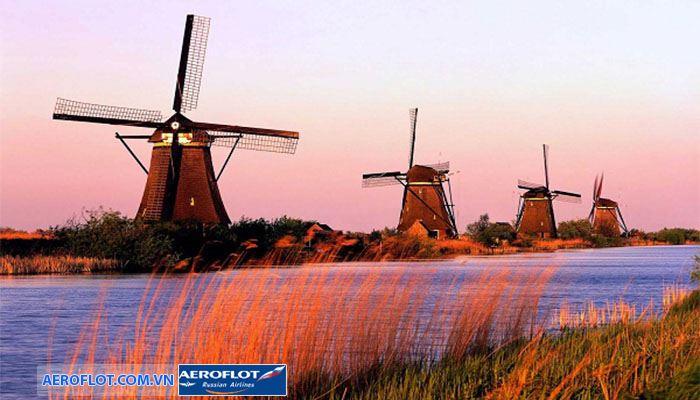 Làng Kinderdijk với nhiều cối xay gió kì vĩ
