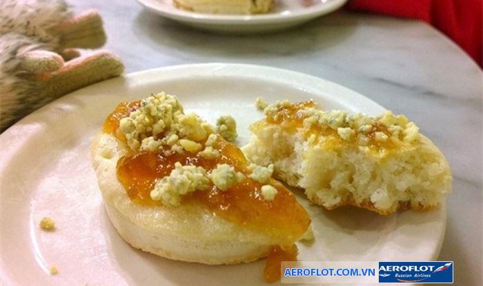 Bánh crumpets cho bữa sáng