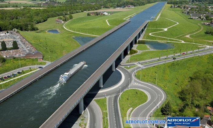Những cây cầu nước độc đáo trên Thế Giới