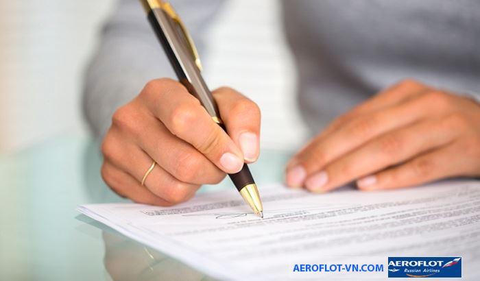 Điền đầy đủ thông tin vào tờ khai xin cấp thị thực