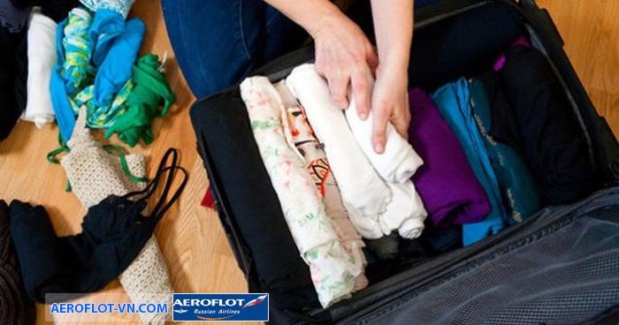 Cuộn tròn quần áo sẽ giúp bạn tiết kiệm diện tích