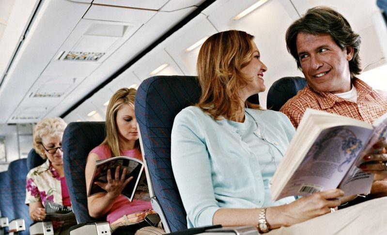 Đọc sách trên máy bay là thú vui tiêu khiển