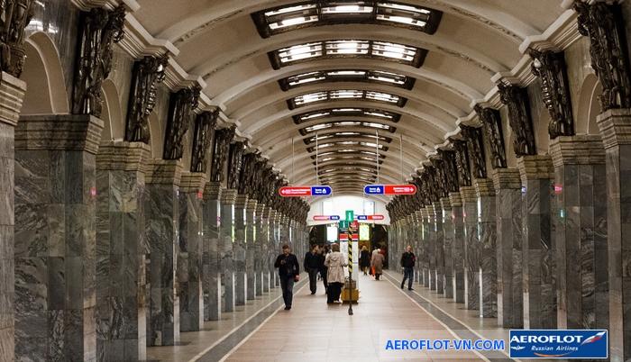 Metro ở Petersburg không khách gì công trình nghệ thuật