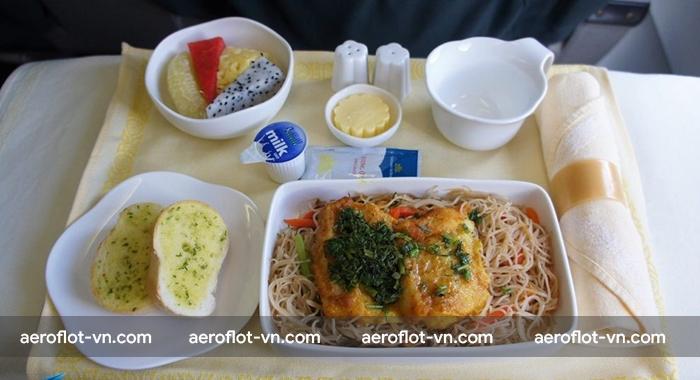 Aeroflot phục vụ đồ ăn cực kì đa dạng trên tất cả các hạng ghế