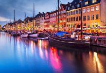 Đi thuyền trên các con kênh ở thủ đô Copenhagen